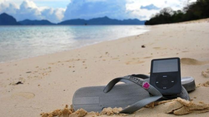 ipod-beach-620